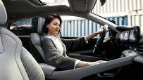 model_avante_cn7_design_inspiration_full_option_modern_grey_front_seat_woman